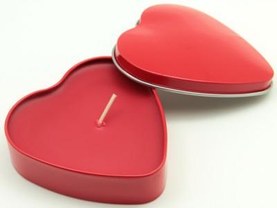 Bozkurt Mum - Bozkurt Kalp Şeklinde Metal Kutuda Mum Kırmızı