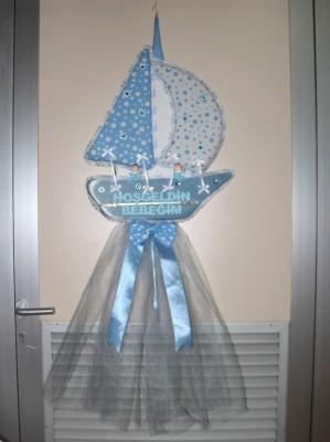 Diğer - Hoşgeldin Bebeğim Yazılı Yelkenli Gemi Şeklinde Erkek Bebek Kapı Süsü Mavi