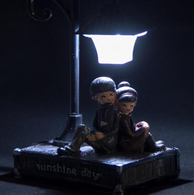 Sokak Lambası ve Romantik Aşıklar Işıklı Biblo - Thumbnail